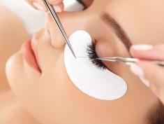 Zadbaj o twarz z głęboko oczyszczającą szczoteczką