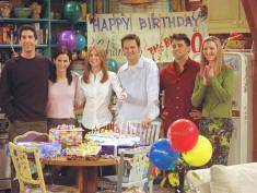 "385848 27: Cast members of NBC's comedy series ""Friends."" Pictured (l to r): David Schwimmer as Ross Geller, Courteney Cox as Monica Geller, Jennifer Aniston as Rachel Cook, Matthew Perry as Chandler Bing, Matt LeBlanc as Joey Tribbiani and Lisa Kudrow as Phoebe Buffay. Episode: ""The One Where They All Turn Thirthy."" (Photo by Warner Bros. Television)"