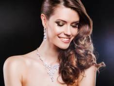 Kobiety kochają diamenty. Ich piękno i moc zachwyca od wieków