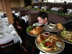 7 zachowań, które sprawią, że kelner wpada w szał!
