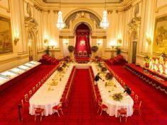 Poznaj bankietowe życie w Pałacu Buckingham!