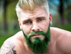 Świat opanowały kolory! Są nawet na męskich brodach!