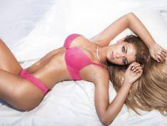 Zobacz, jak odróżnić prawdziwe piersi od sztucznych. WIDEO