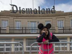 """Banksy otwiera """"Dismaland"""" w UK!"""