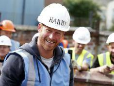 William i Harry nie boją się ciężkiej pracy!