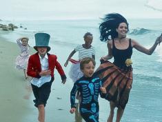 Brad Pitt z rodziną w VOGUE. Angelina zdradza wzruszające marzenie...