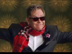 Elton John, Beckham i  Naomi Campbell w genialnej kampanii Burberry