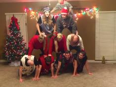 Cała rodzina wytańczyła świąteczne życzenia. Zrobili to do piosenki...