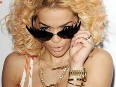 Rita Ora - daleko jej do anioła! Wiele gwiazd jej nie znosi
