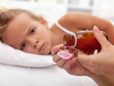 FELIETON: Syropem z cebuli nie wyleczymy raka, czyli drogi rodzicu nie daj się zwariować