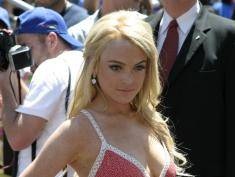 Lindsay Lohan odcięła sobie palec! [wideo]