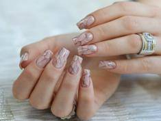 Nowy trend – marmurowe paznokcie, zobacz jak je zrobić!