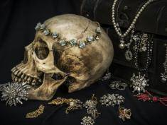 Piękna, ale przerażająca - jesteś wystarczająco odważny, by założyć tę biżuterię?