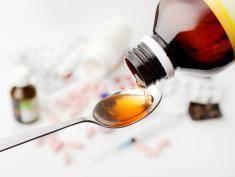 Syrop na kaszel bez recepty – lepiej go nie pij, może ci zaszkodzić