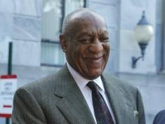 Uśmiechnięty Bill Cosby w sądzie. Uniknie kary za molestowanie seksualne?