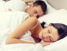 Śpicie w jednym łóżku? Uważajcie, bo może być to śmiertelnie groźne!