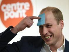 Książę William bez żony ostro imprezuje! Śpiewał, tańczył i obejmował obcą kobietę