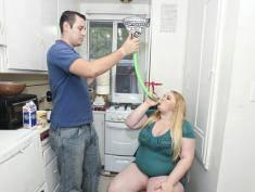 """Od kilku lat tuczy własną dziewczynę, bo """"otyłość go kręci""""!"""