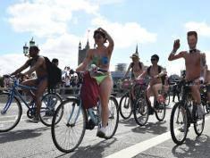 Setki rowerzystów przejechało przez Londyn! Dlaczego byli nadzy?