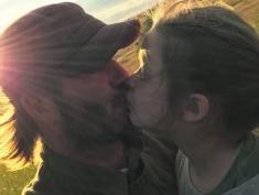 David Beckham całuje Harper w usta - internet szaleje!