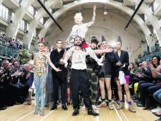 London Fashion Week 2017: Mężczyźni w tiulowych spódnicach opanują wiosną londyńskie ulice