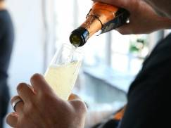 Nowa dieta niebawem podbije Wyspy: odchudzisz się pijąc wino z bąbelkami