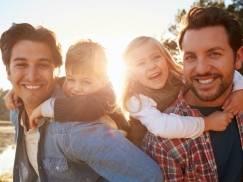 Homoseksualni tatusiowie chwalą się swoimi adoptowanymi dziećmi, zobacz zdjęcia!