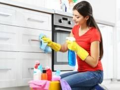 Kobiety więcej sprzątają i mają mniej wolnego czasu niż mężczyźni!