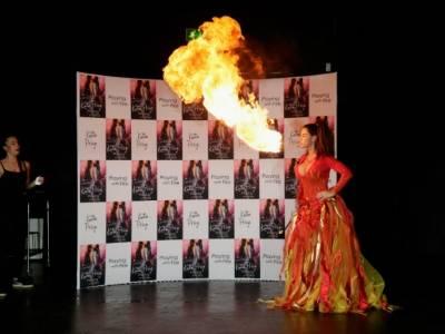 Katie Price zieje ogniem jak smok!
