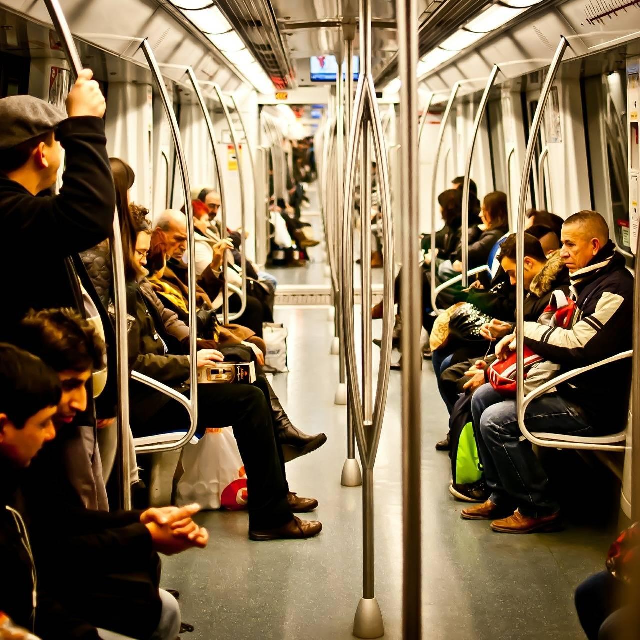 Zobacz, co można robić, czekając na metro! OBEJRZYJ DO KOŃCA!