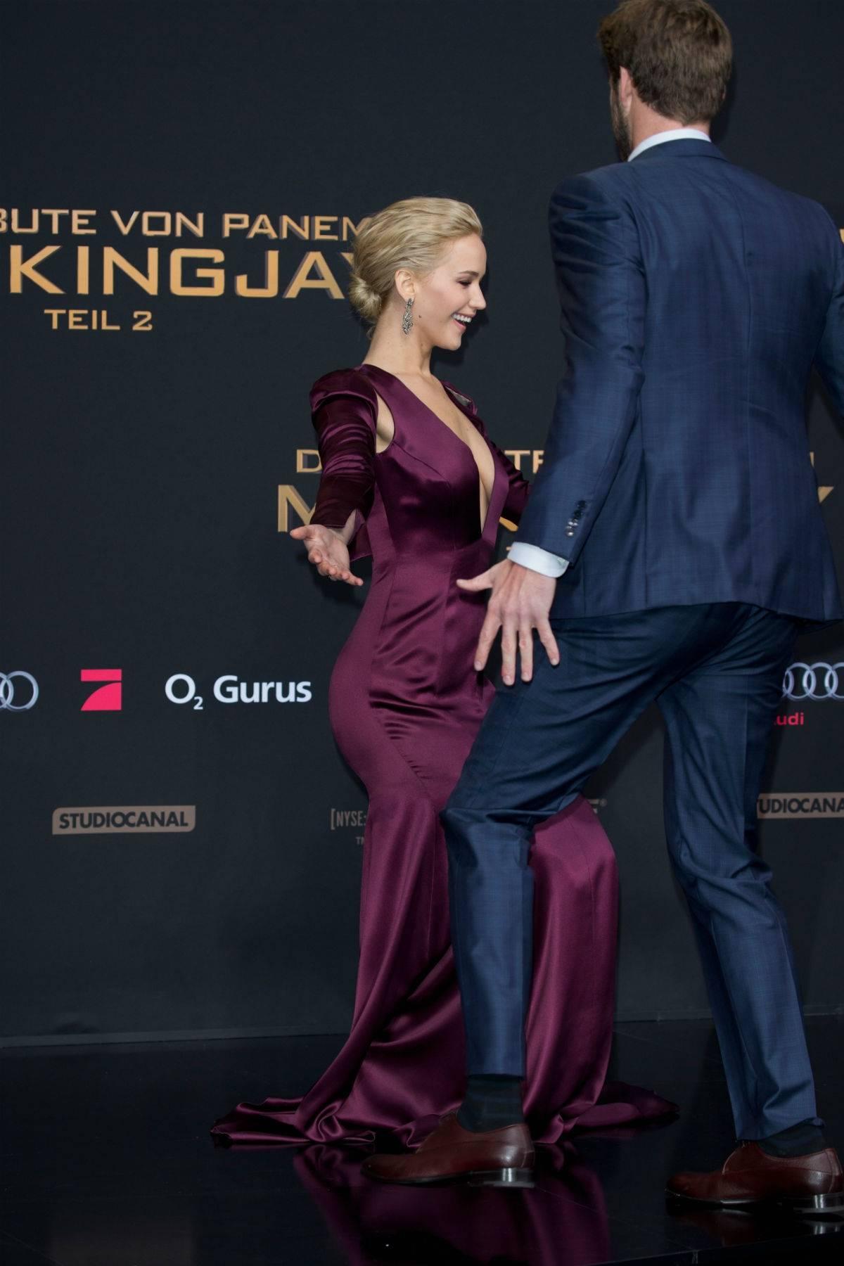 """""""Igrzyska śmierci"""". Jennifer Lawrence pokazała piersi na premierze!"""