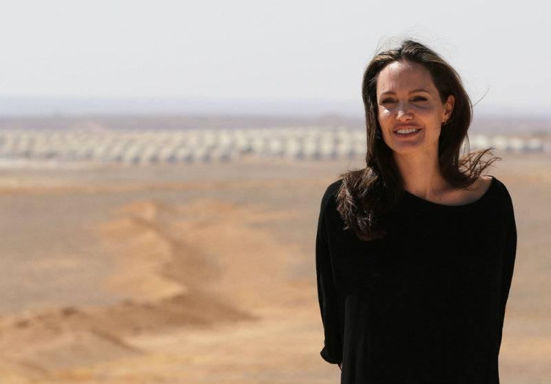 Angelina Jolie chce zostać księżną?
