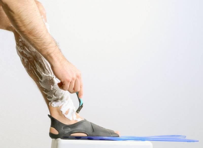 Połowa mężczyzn goli nogi. Dlaczego?