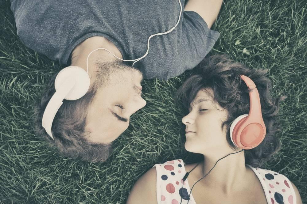 Oto 20 najsmutniejszych piosenek na świecie, które sprawią, że poczujesz się... lepiej