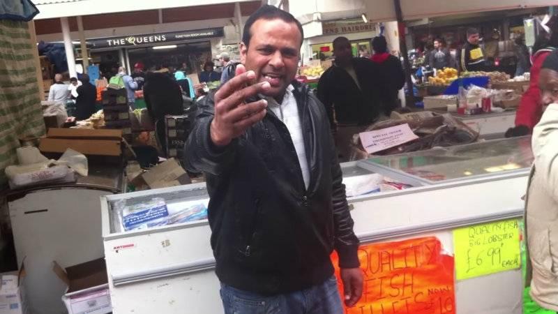 HIT NA SYLWESTRA: hinduski sprzedawca ryb z Londynu przebojem Internetu