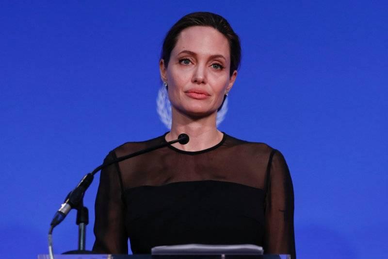 """Amerykańskie media alarmują: """"Angelina Jolie waży zaledwie 34 kg!"""""""
