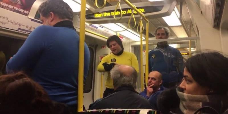 Pasażerowie z przyszłości jeździli metrem w Londynie? [wideo]