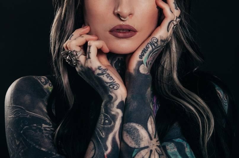 Jakie tatuaże robią sobie kobiety? Trendy z roku 2020